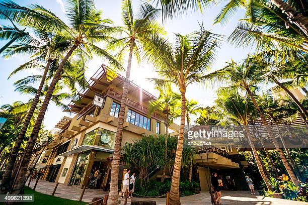 shopping and dining on kalakaua avenue, waikiki, honolulu - waikiki stock pictures, royalty-free photos & images