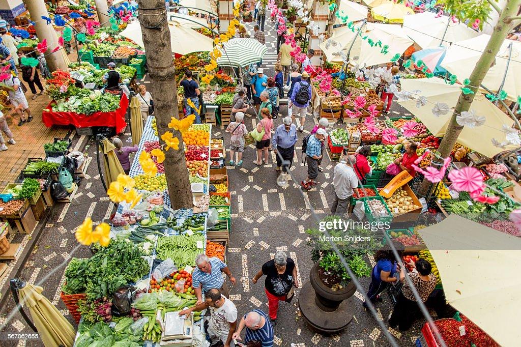 Shopping at Mercado dos Lavradores : Foto de stock
