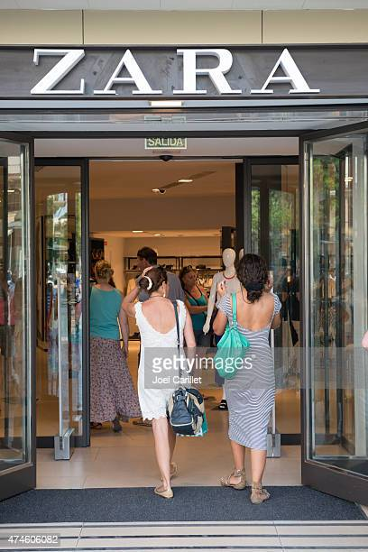shopping at zara store in seville, spain - zara brand name stock pictures, royalty-free photos & images