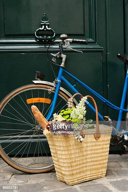 Shopping bag and bicycle
