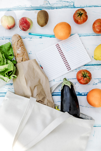 shopping bag and shopping list with vegetables and fruit - gettyimageskorea