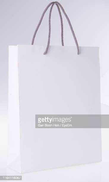 shopping bag on white background - 買い物袋 ストックフォトと画像