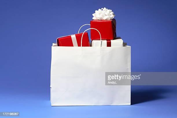 Einkaufstasche mit rote und weiße Weihnachten Geschenke