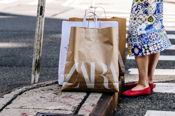 NY: Shoppers In Manhattan As Consumer Comfort Index Improves