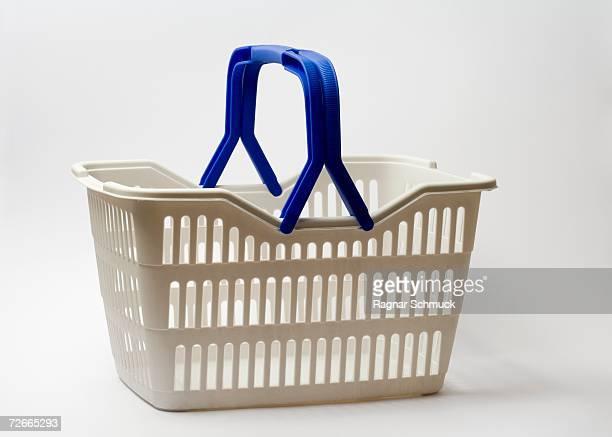 shopping basket - cestino foto e immagini stock