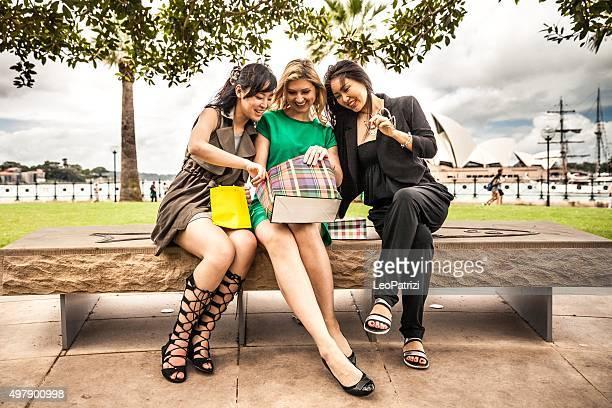 Shopping break at the park