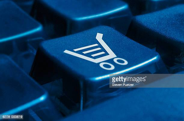 shopping cart on keyboard - onlinebanking stock-fotos und bilder
