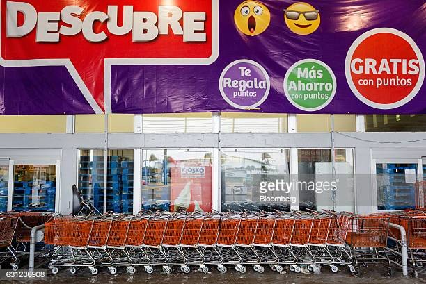 Shopping carts are locked to form a barricade at the entrance of Soriana Hiper store following looting in Veracruz City Mexico on Sunday Jan 8 2017...