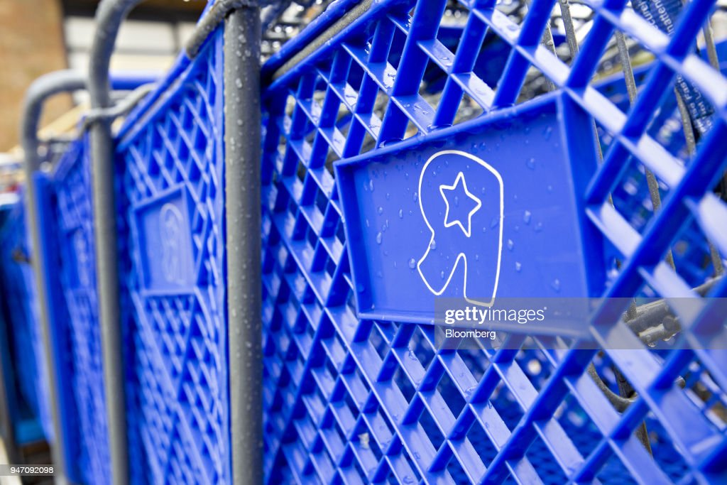 Shopping carts sit outside a Toys R Us Inc. retail store in Frederick, Maryland, U.S., on Monday, April 16, 2018. Billionaire Isaac Larian, the toy marketer whose lineup includes Little Tikes and Bratz dolls, offered to save part of Toys 'R' Us from liquidation with an almost $900 million bid for stores in the U.S. and Canada. Photographer: Andrew Harrer/Bloomberg via Getty Images