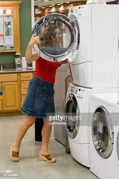 Shopping für eine Waschmaschine und einen Trockner