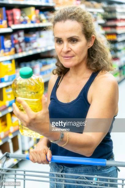 Shopping for cooking oil