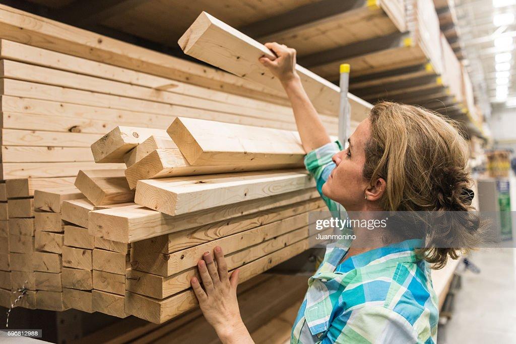 shopping for timber/lumber : Stock Photo