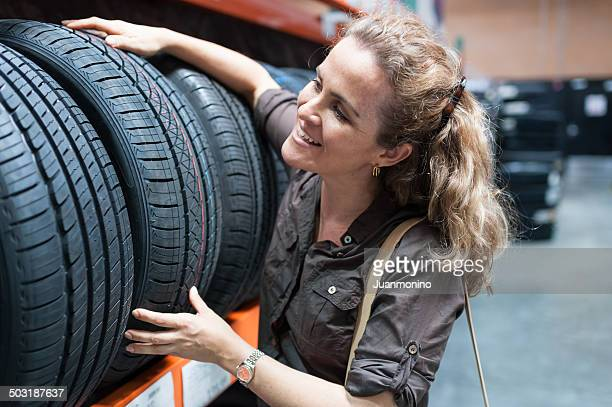 compras para pneus - pneu - fotografias e filmes do acervo