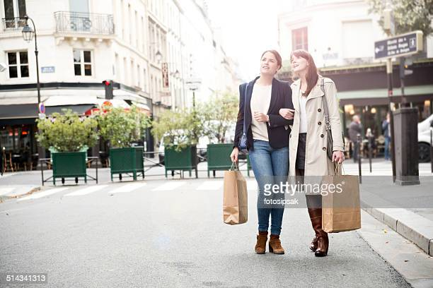 shopping girls in paris