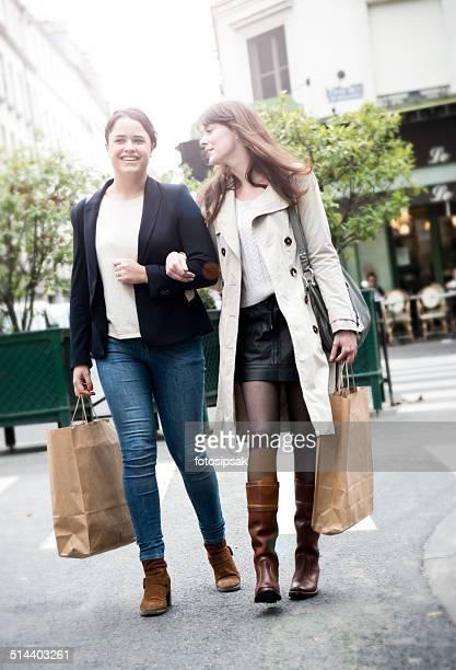 shopping girls in paris