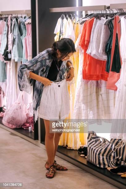 Winkelen in kledingwinkel