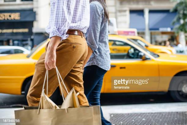 shopping in new york - fifth avenue stock pictures, royalty-free photos & images