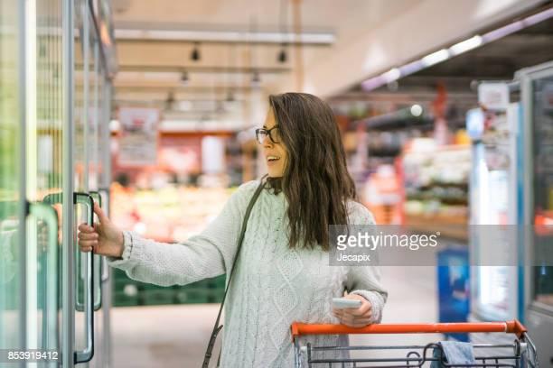 shopping in the supermarket - congelado imagens e fotografias de stock