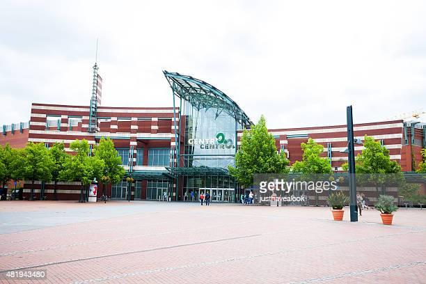 einkaufszentrum centro in oberhausen im sommer - oberhausen stock-fotos und bilder