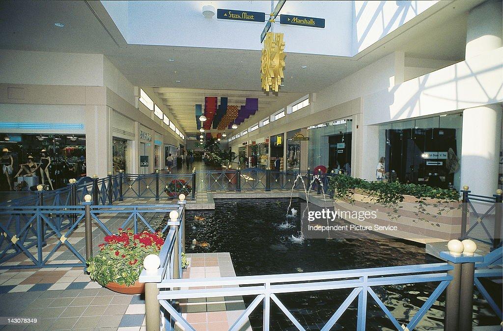 Shopping Mall : News Photo