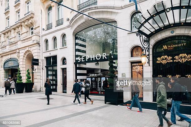 shopping on champs élysées -paris - avenue des champs elysees stock pictures, royalty-free photos & images