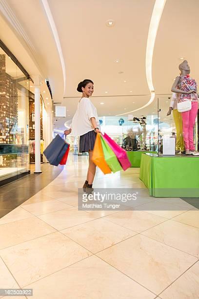 shopping - jupe photos et images de collection