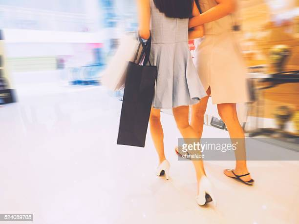 shopping - fast fashion stock pictures, royalty-free photos & images