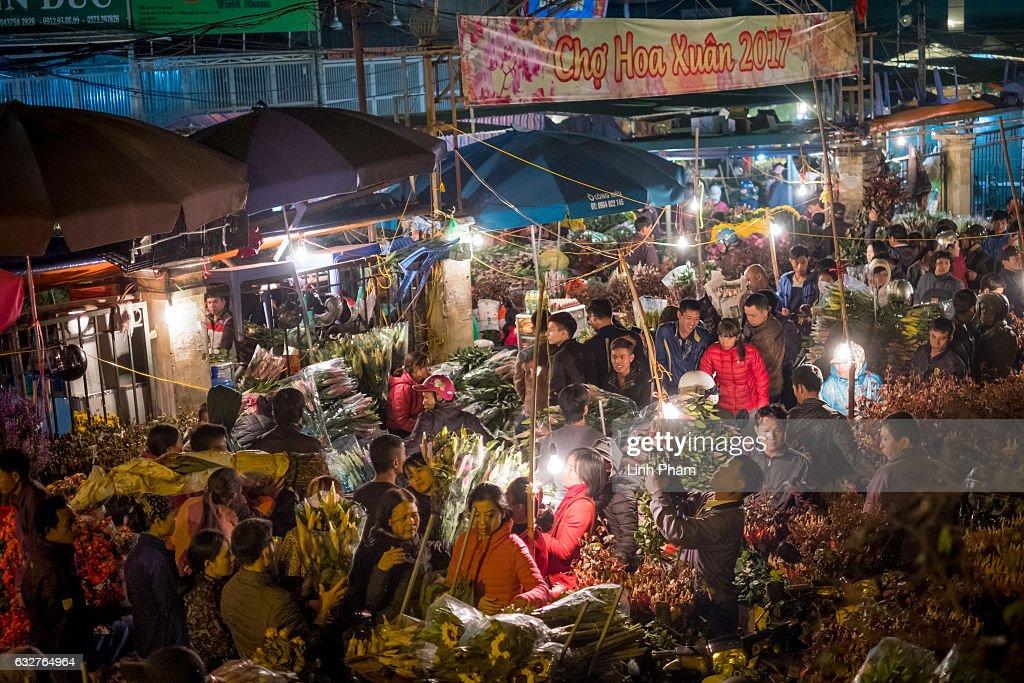Vietnamese Celebrate The Lunar New Year : News Photo