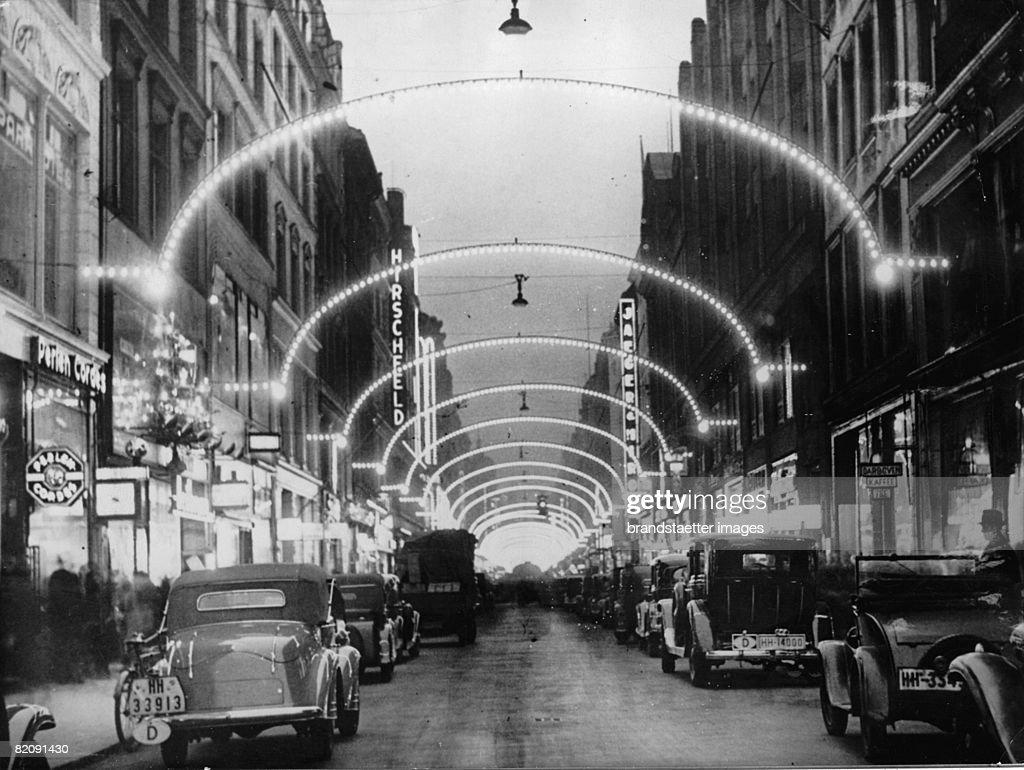 Neuer Wall Weihnachtsbeleuchtung.Shopping Street Neuer Wall In Hamburg With Advent Illumination