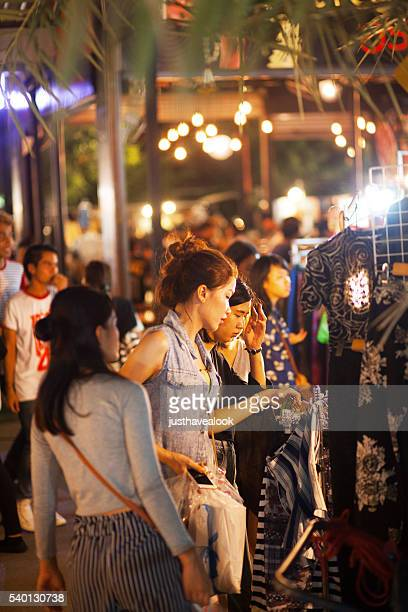 shopping thai girls on jj green market - jj girls stock pictures, royalty-free photos & images