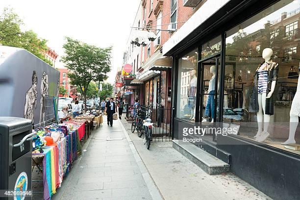 Shopping in Williamsburg, Brooklyn, NYC Street Market Geschäfte mit Bekleidung