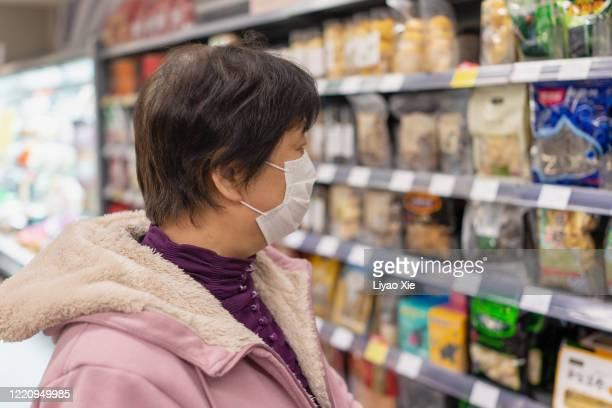 shopping with mask - liyao xie fotografías e imágenes de stock