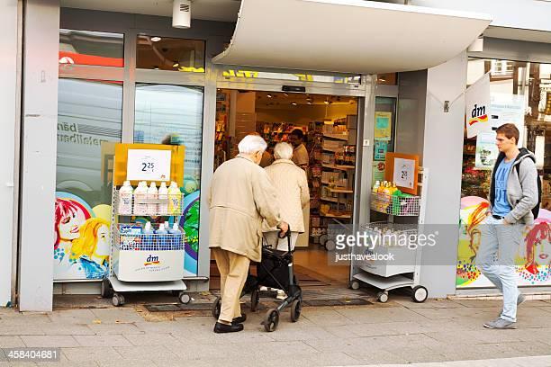 Shopping mit walking frame