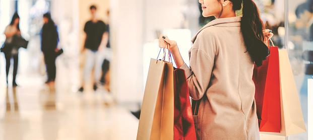 Shopping woman 1199014988