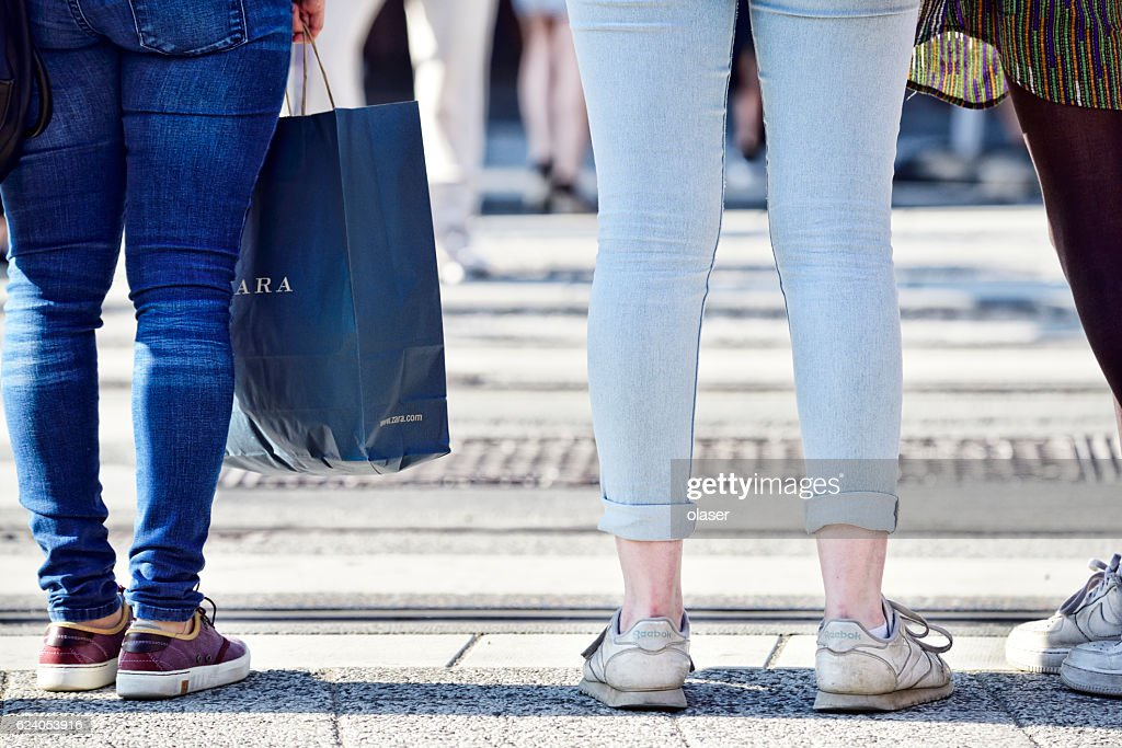 Shopping women with bag crossing street : Stock Photo