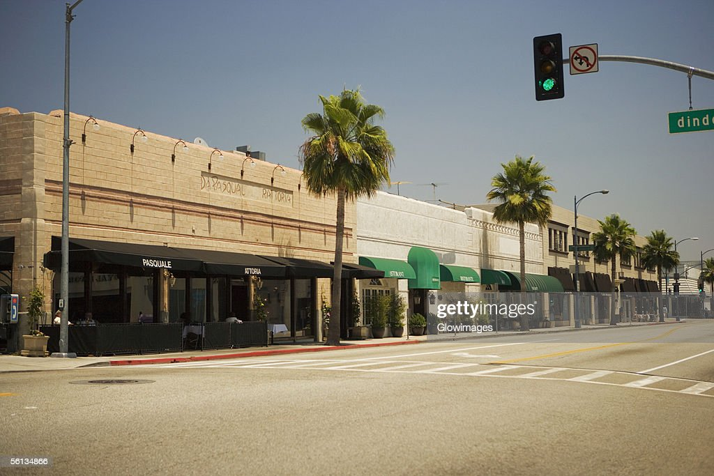 Shops lining a sidewalk, Rodeo Drive, Los Angeles, California, USA : Foto de stock