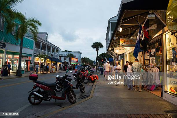 shops on duval street, key west, florida - duval street stock pictures, royalty-free photos & images