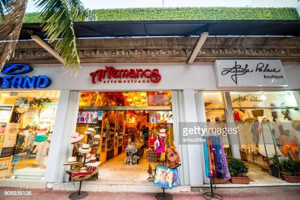 tiendas en la famosa 5ta avenida, playa del carmen - playa del carmen fotografías e imágenes de stock