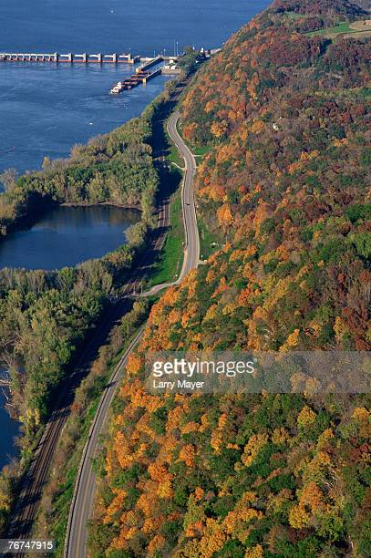 shoreline along the mississippi - river mississippi stock photos and pictures