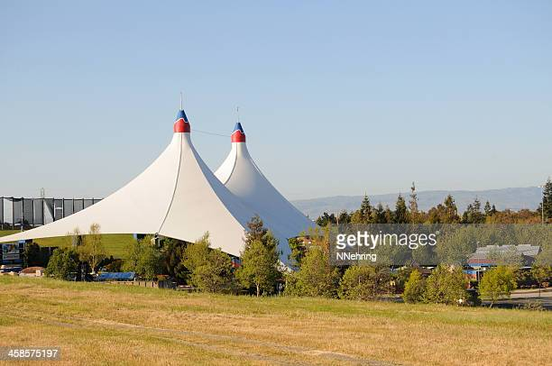 shoreline amphitheatre, mountain view, california - shoreline amphitheatre mountain view stock photos and pictures