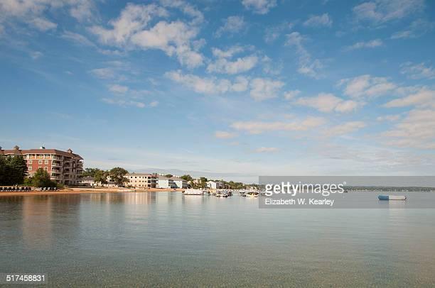 shoreline of lake michigan - traverse city fotografías e imágenes de stock