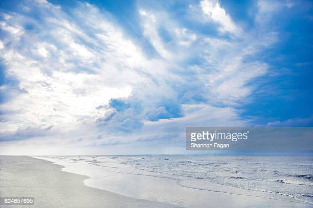 shoreline view of ocean and clouds at sunrise - hilton head stock pictures, royalty-free photos & images