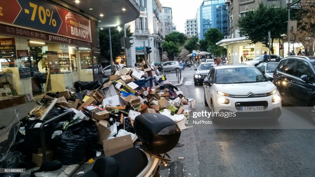 Piles of rubbish raise, alarming situation for public health in Thessaloniki : News Photo