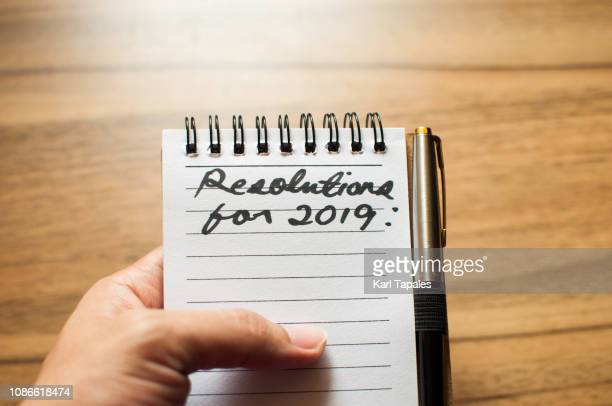 """a short phrase """"new year resolution for 2019"""" written in a small note pad - capital region stock pictures, royalty-free photos & images"""