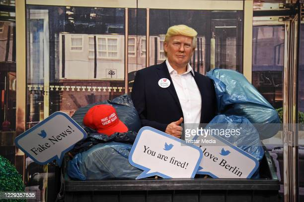 Shortly before the US presidential elections, Madame Tussauds Berlin throws the wax figure of Donald Trump into the trash bin and disposes of it on...