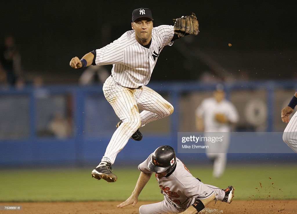 Baltimore Orioles vs New York Yankees - September 21, 2005 : News Photo