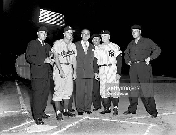 Shortstop Pee Wee Reese of the Brooklyn Dodgers poses with manager Casey Stengel of the New York Yankees and the Mayor of New York City prior to...