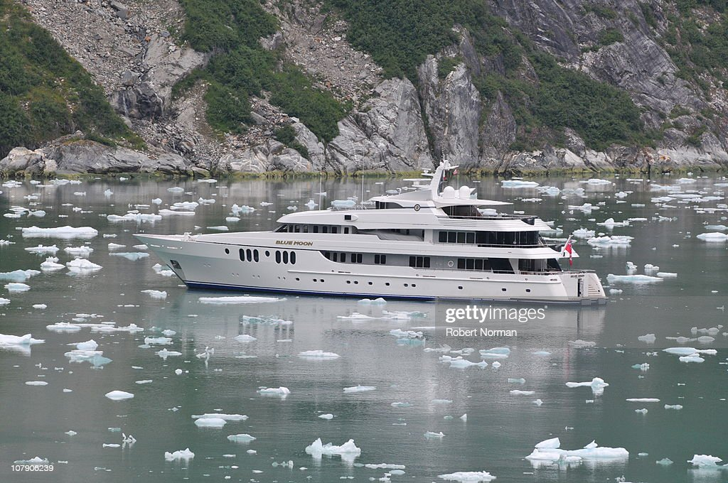 Private Yacht Blue Moon In Tracy Arm Fjord Alaska Pictures - Tracy arm fjord