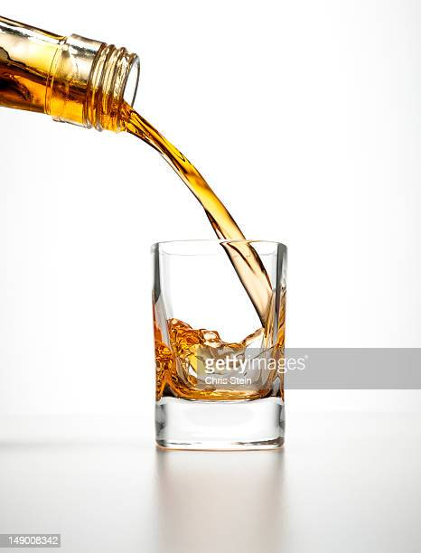 shot glass drink - studio shot stockfoto's en -beelden