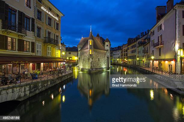 CONTENT] A shot of the prison in the middle of the canals of Annecy France